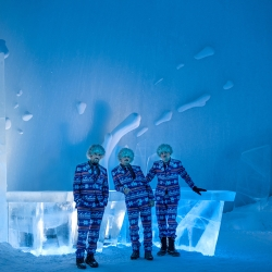 For the 25th annual ICEBAR, Maurizio Perron, Viktor Tsarski and Wouter Biegelaar created an explosion where sharp ice blocks shoot through the dome of ICEHOTEL.