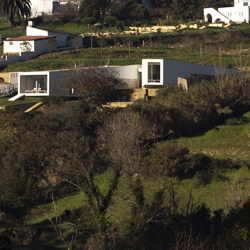 A bifid house overlooking a beatiful valley in Portugal, by ARX.