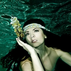 Jesus Viloria is an artist that was born in Venezuela and specializes in Fashion underwater photography.