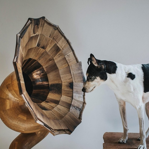 The Bellaphone collection is a range of unique-looking speakers, which have been constructed from fumed oak tequila barrels. These gorgeous speakers are made by Jordan Waraksa from Fiddle + Hammer, a Milwaukee-based furniture company.