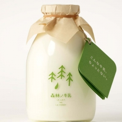 Forest Milk (or Shinrin no Gyunyu) is coming from a Japanese farm where cows are walking freely in a natural forest. Delicious, natural milk in a perfect designed bottle. I want some, please...