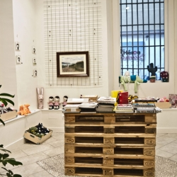 Fast Cool is a shop, art gallery and illustration boutique in one space located in Madrid.