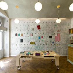 Papelote is a stationery shop located in Prague. The space combines a shop and a workshop with paper products manually made ​​from recycled materials.
