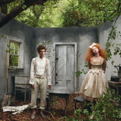 Hansel and Gretel Remade For Vogue by Annie Leibowitz. Using elaborate sets and costumes, she recreates the story of Hansel and Gretel. Vouge December 2009