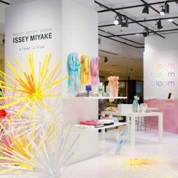 Issey Miyake commissioned Emmanuelle Moureaux Studio to handle the set design and art direction for their event 'bloom bloom bloom' inspired by spring flowers in bloom.