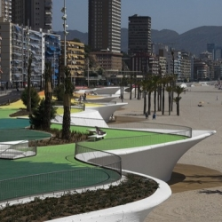A wavy, curly, sexy seaside promenade in Benidorm by OAB / Carlos Ferrater.