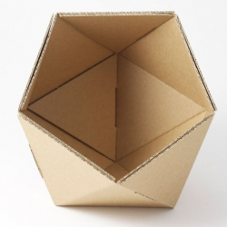 Directly inspired by Adonde an icosahedron with its twenty sides, ICO by comes in several colors to put on your desk, shelf or table. Just empty your pockets into it.
