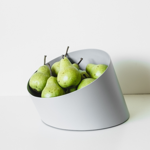Les Basic Sfera collection of tilted vessels - Graduating sizes invite all kinds of contents – from coins and keys, to a bunch of fruit. The XL size offers a hidden rotating base.