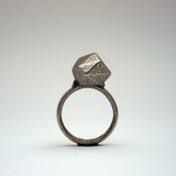 MegaBlinBling Ring by Berlin based Mendel Heit. a masculine ring 3D printed in stainless steel by Shapeways. Heit's works investigate interaction, 3d-Printing, generative shapes, innovative concepts, intelligent & sustainable solutions.