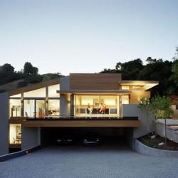 minimalist, zen-style house. stunning. - 30 elm has some really interesting home design case studies.