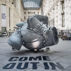 Nike Netherlands and creative agency Rosie Lees London commisioned New York artist Shane Griffin to design a sculpture for their annual Sneakerball event, held this year in Palacio Cibeles, Madrid, Spain.