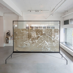 The spatial installation 'Urban Ant City' by Dutch design firm STUDIO 1:1 is a living city map of Rotterdam. Hundreds of Spanish ants find their way through the existing street plan, gradually creating organic alternative routes.