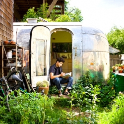 Andreas Stavropoulos is a young landscape architect who transformed a 1959 Airsteam  travel trailer in order to create a space for real understanding within his profession.