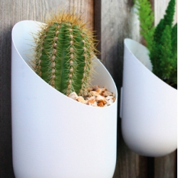 I'm super excited about these new aluminum planters from home accessories brand Wallter!  The outdoor collection is a first for Wallter, known for their textiles and paintable wall decor, available in three styles: Hang, Post, and Wall.