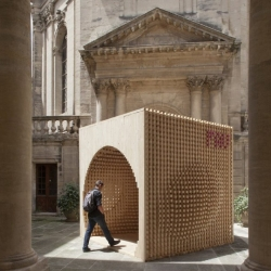 AtelierVecteur have designed the Welcome Pavillion for the 2012 Festival of Lively Architecture in Montpellier, France. It aims to inform and educate visitors, and guide them in their journey.
