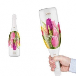 Cava Blossom Brut bottle design, turning the gift of giving upside down. By Packlab.
