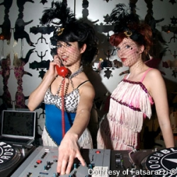 Hulger goes DJ friendly with their new Hulger retro phone headset adapters! Pictured are the lovely Brokenhearts girls who were appointed the official DJ-adaptor-testing-team.