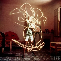 When we saw these amazing shots of Pablo Picasso's light drawings, collected from LIFE, over at How to Be a Retronaut, we were — pardon our pun — dazzled.