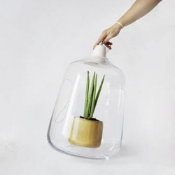 Milo from Lightovo, a lamp for your potted plants.