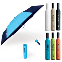 Interesting umbrellas by Ofess - the 0%Graphic is simply black with one triangular color. But the best part of Ofess' umbrella line is the hard shell wine bottle type packaging that the umbrellas come in.