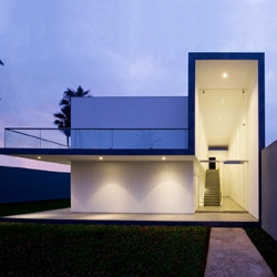 Designed by Javier Artadi, this house is located in Le Encantada, a suburb on the Lima shoreline.