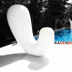 Inflatable by Kadensign (Sylwia Kaden). Large furniture that folds easily to fit into a bag. Made of polyurethane for indoor or outdoor use.