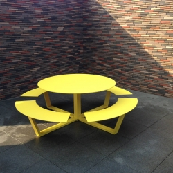 La Grande Ronde, large round aluminum picnic table, seats 8 to 12, available in any RAL color. By Cassecroute.