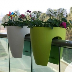 The Greenbo Planter features an innovative design that enables it to be fixed over almost any hand rail.
