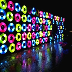 Floating Lights, an Urban Art Light Installation in Fete des Lumieres 2012, Lyon, by Travesias de Luz.