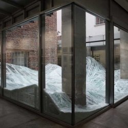 Acceleration Field: a glass sculpture at Patricia Dorfmann Gallery in Paris by Baptiste Debombourg