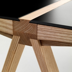 'Traverso Table' by Francesco Faccin is a tribute to the iconic 'Frate Table' by Enzo Mari.