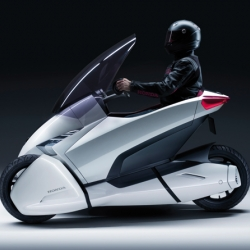 Honda 3R-C concept : a beautiful single-seat 3 wheeler powered by a lithium ion battery.