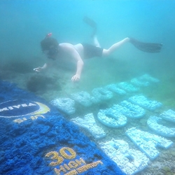 NIVEA Sun created a handcrafted, custom-made billboard and transformed the ocean floor into a spectacular reminder.