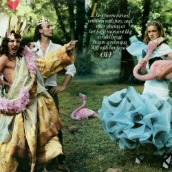 Annie Leibovitz's amazing Alice In Wonderland fashion shoot for Vogue 2003! (oldie, but too fun not to take another look at!)
