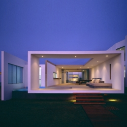 'Beach House' in Las Arenas, Peru. By architect Javier Artadi.