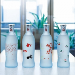Japanese Sake company SHOTOKU SHUZO designed the bottle of Japanese Sake for woman.