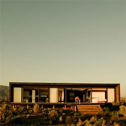 The B8 House, a small wooden cabin in the Chilean coast, designed by young architects 56.02.