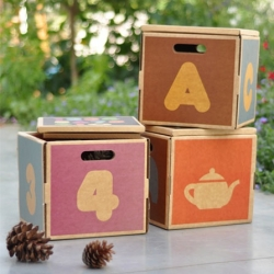 Retro-Recyclo : Storage cubes with a throwback ABC design made entirely from recycled cardboard.