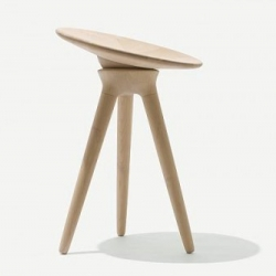 Maple stool by Line Depping is a stool in turned maple with a loose seat that is attached with a ball-and-socket joint. Thus, the seat moves when the user sits on it, and the purpose of the stool is to make sitting more active.