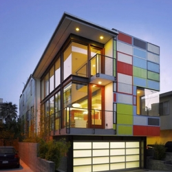 23 Breeze House by R&D Architects. This open and colorful house located in Venice, CA, captures a look between De Stjil and West coast.