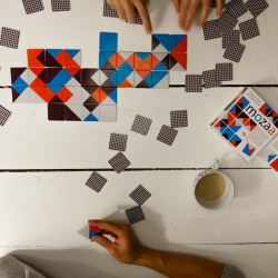 Mozaa is a colourful combination between domino and mosaic. It is the edge matching game that brings out the artist.