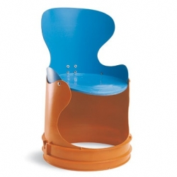 Secchiolino by italian designer Alessandro Zambelli is a baby chair made of reclaimed paint bucket.