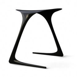 New York based designer Alvaro Uribe shows us his astonishing carbon fiber Plum stool. Between lightness and performance.