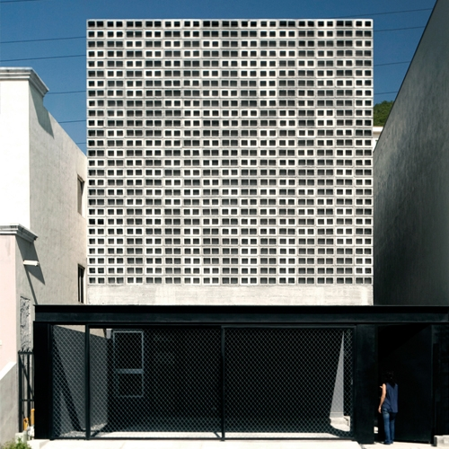 S-AR designed a textured surface made with concrete blocks to avoid overheating of this house's front in Monterrey, Mexico.