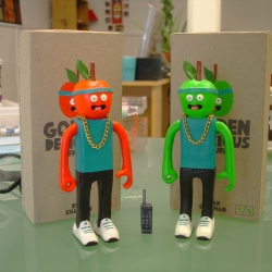 Red or Green, which do you prefer. Resin 'Golden Delicious' figures by illustrator Ryan Chapman.