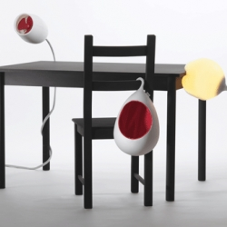 «Alma», the repository, «Orlando» the fan and «Björn» the lamp attack furniture like parasites and offer their services there. They act as helpers and companions through everyday life.