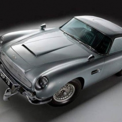 Ladies and gentleman, James Bond's iconic Aston Martin DB5 1964 is on sale with all the gadgets imagined by Q.