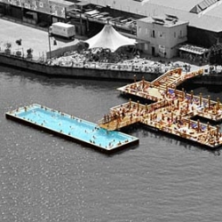 In summer,the fresh water of the Badeschiff  enables the city's inhabitants to figuratively swim in their river. And in winter, the Badeschiff became the coolest place in Berlin to escape the harsh winter - by AMP Arquitectos