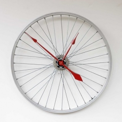 A clock was made from an old recycled aluminum bike wheel.