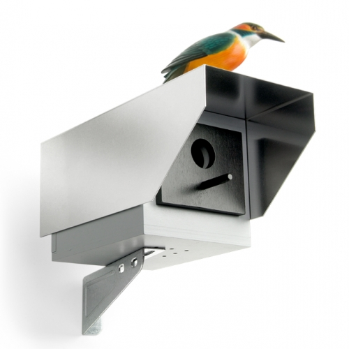 This faux security camera nesting box secures your privacy and feathered friends at the same time – in the gardens and everywhere! Design BY Dennis Nino Clasen for Donkey. Made in Europe.